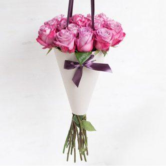 15 розовых роз в конусе «Вирджиния»